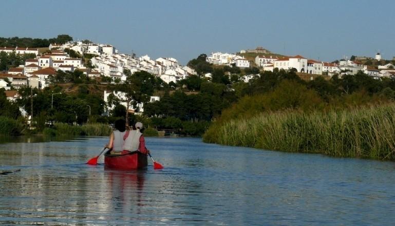 Canoas no rio Mira