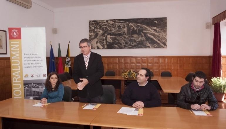 Assinatura de projeto em Moura