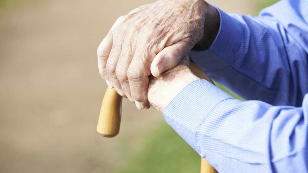 mão idoso