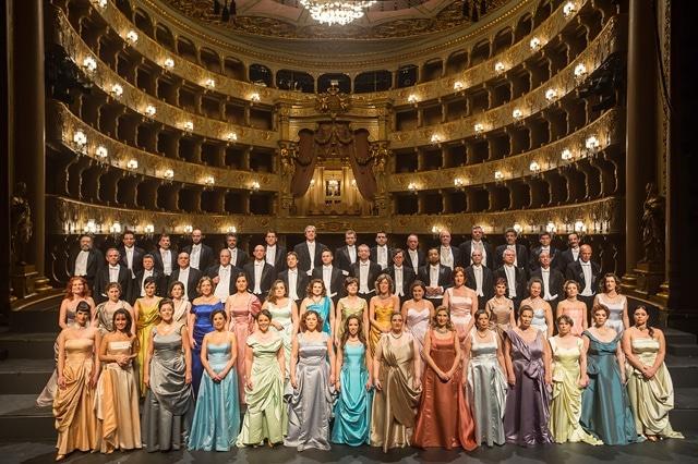 Coro do Teatro Nacional de São Carlos (foto tirada do site do TNSC)