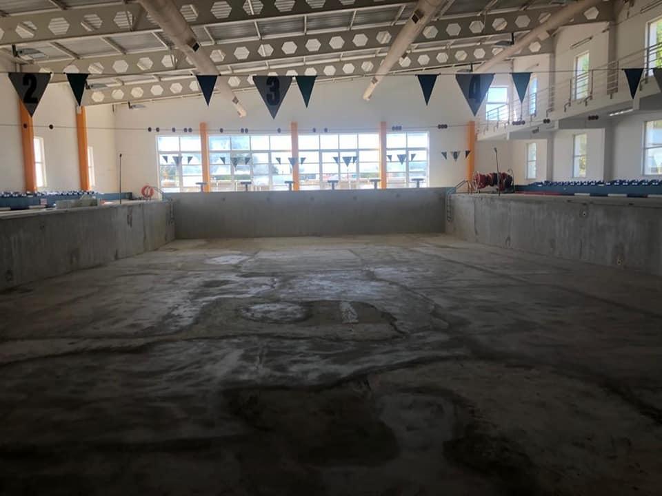tanque piscina coberta