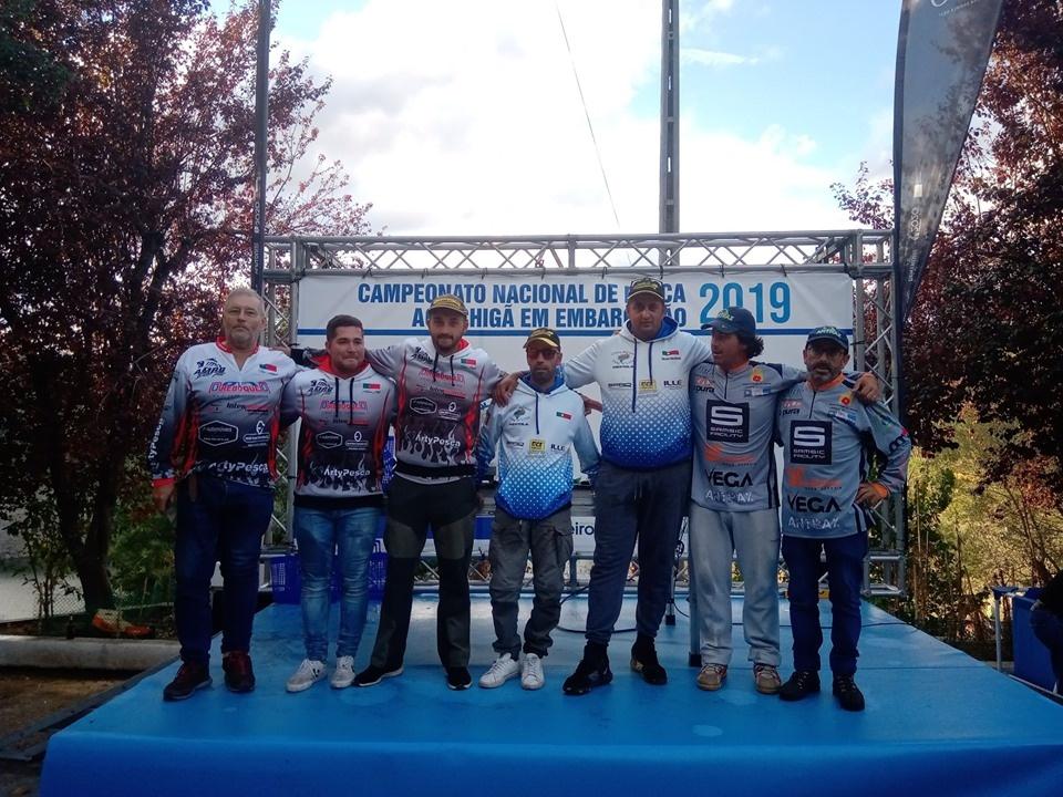 Campeões nacionais de pesca ao achigã desde embarcação