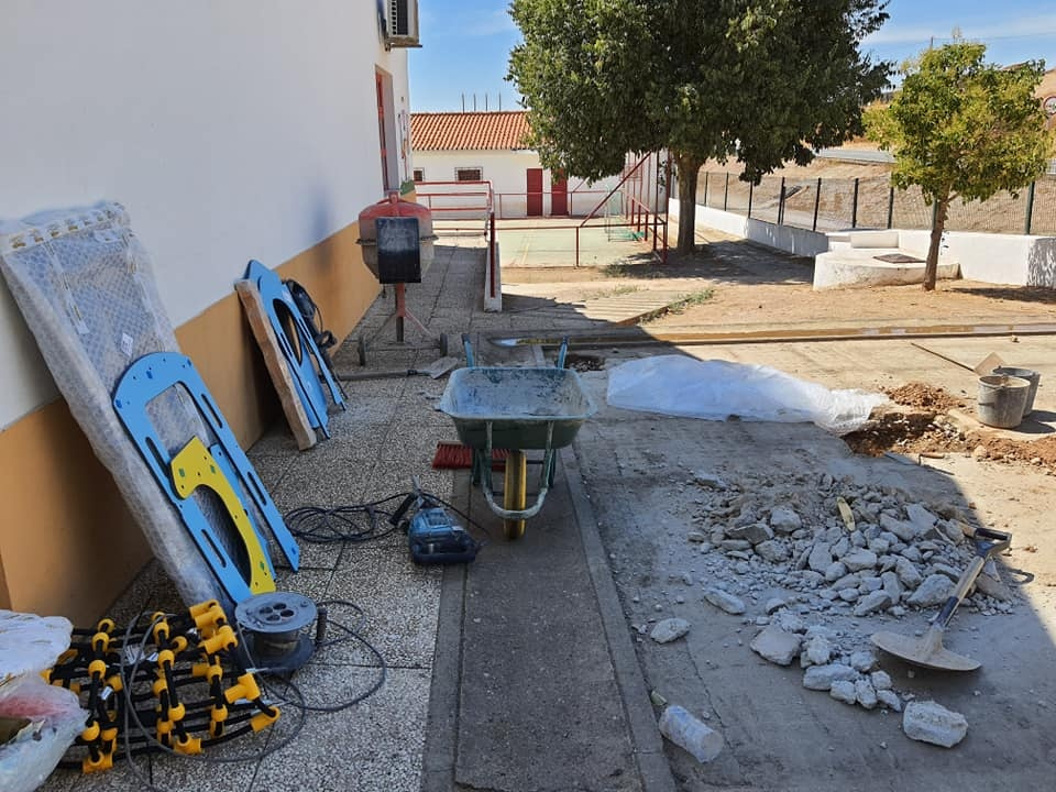 obras parques infantis das escolas