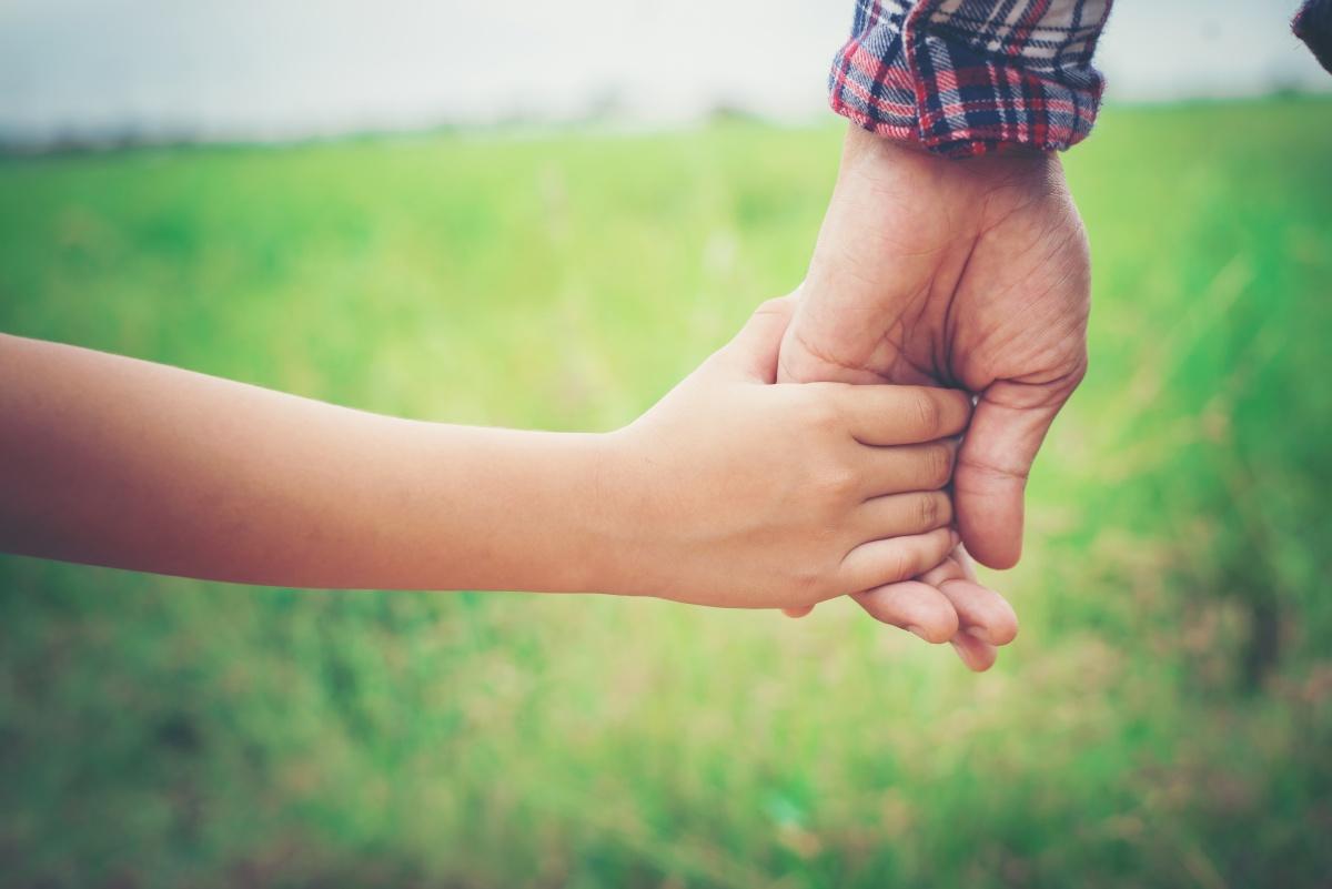 Mãos dadas, Pais e filhos