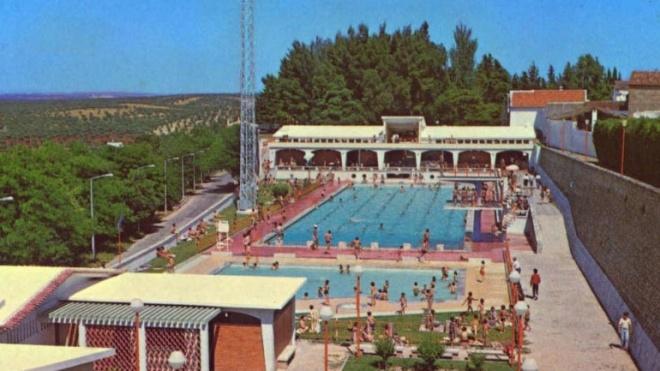 """""""Livros a nadar"""" na piscina de Moura até setembro"""
