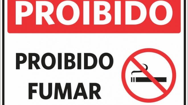 É proibido fumar em locais para menores