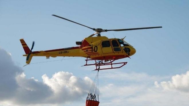 Helicóptero de combate a incêndios em Ourique