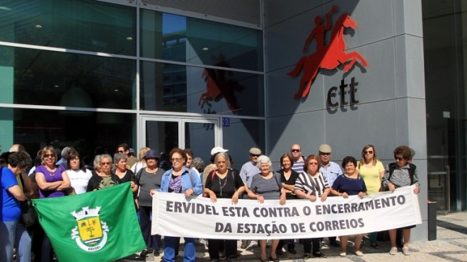 Manifestação junto à administração dos CTT