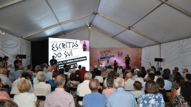 Almodôvar recebe personalidades da literatura, da política e da cultura