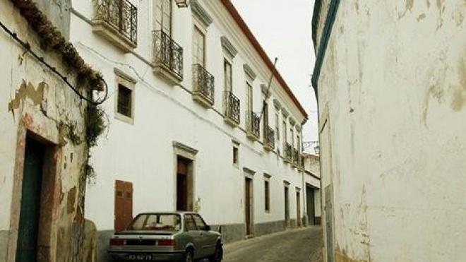 Obras no antigo edifício do Clube Bejense