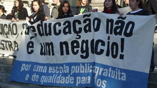 """""""Governo e Cavaco usam estudantes como escudo!"""""""