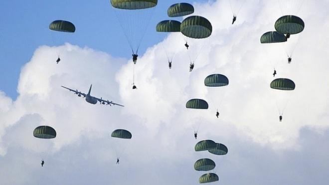 """Paraquedistas """"invadem"""" zona de Beja"""