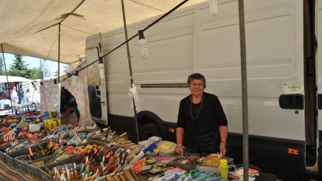 """Zé Maria, o latoeiro que não vende """"murracices"""" está na Feira de Moura"""