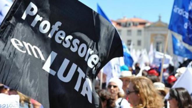 Os protestos dos professores em destaque nos jornais alargados da RVP