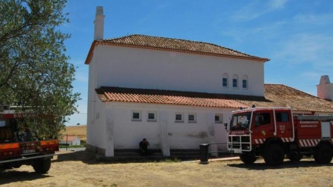 Bombeiros na sede da Herdade da Contenda na prevenção a incêndios