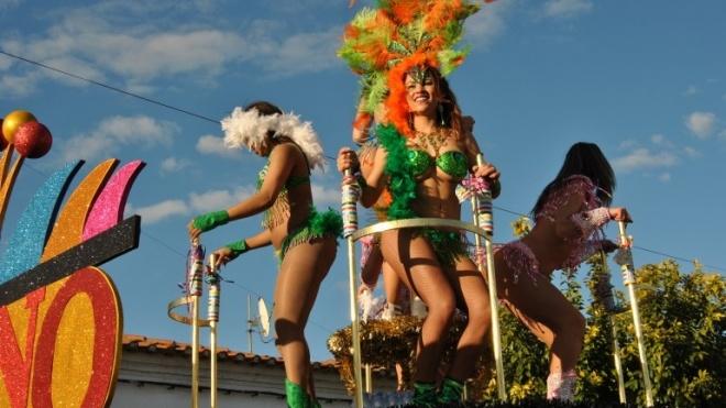 """""""Mundo da Fantasia"""" é o tema central para o Corso Carnavalesco em Cuba"""