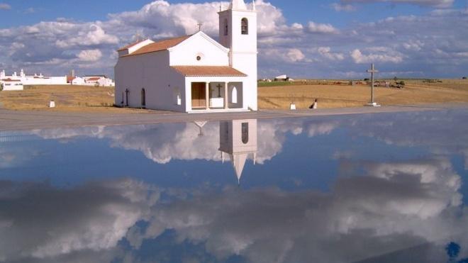 """""""Aldeia Dupla"""" mostra a velha e a nova aldeia da Luz"""
