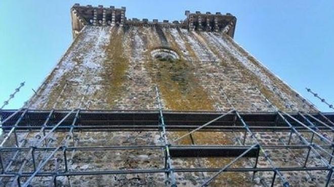 Montagem de andaimes para reparação do Castelo de Beja