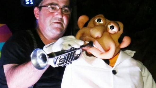 Noites ao Fresco com magia e marionetas