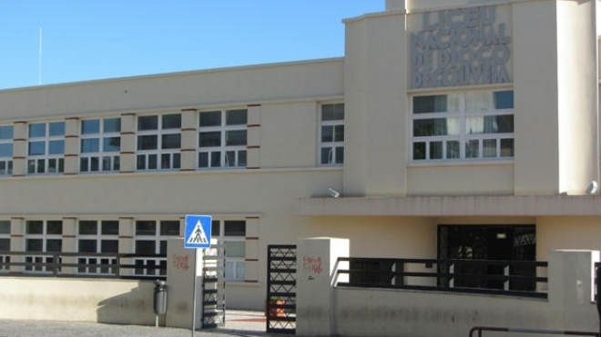 Estudantes da Diogo Gouveia querem melhores condições de ensino