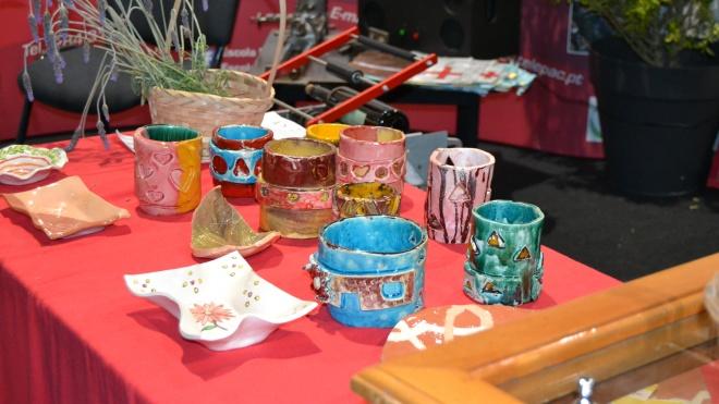 Alunos da Mário Beirão  com peças de cerâmica na Ovbeja