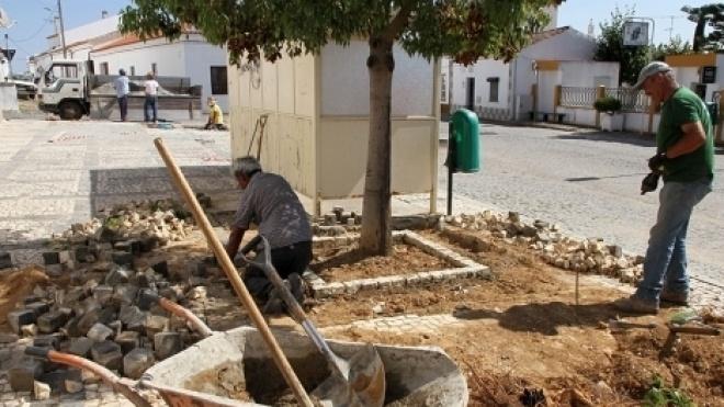Vidigueira realiza trabalhos de calcetamento de espaços públicos