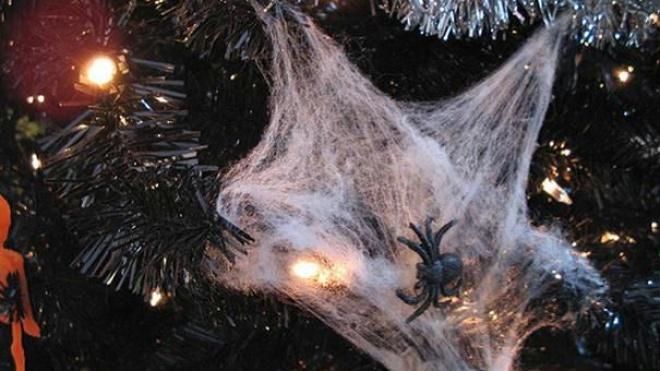 Saiba porque deve incluir na árvore de Natal enfeites em forma de aranha