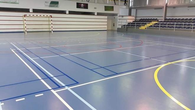 Campo de badminton no Pavilhão de Desportos de Ferreira