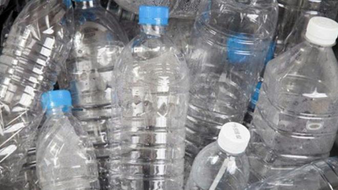 """Beja """"com máquina para devolução de garrafas de bebidas em plástico"""""""