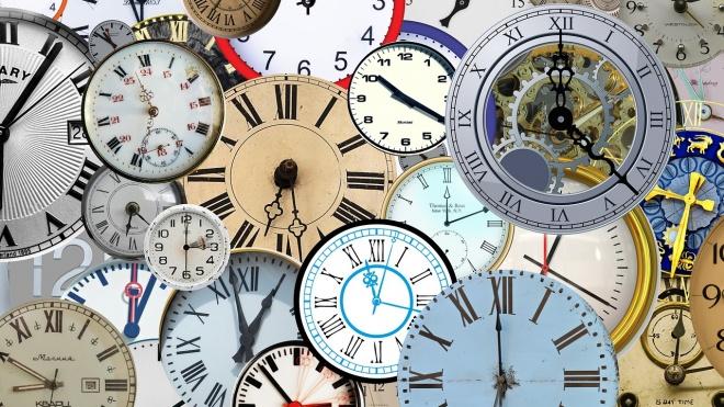 Na madrugada deste domingo os relógios atrasam uma hora