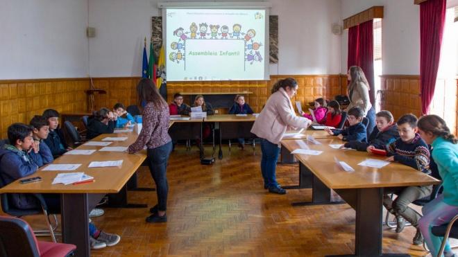 """Moura recebeu reunião da """"Assembleia Infantil"""""""