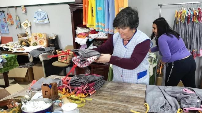 """""""Avós"""" de Beja fazem roupa para crianças de Cabo Verde"""