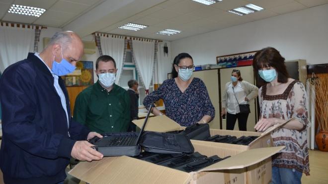 Câmara de Ferreira do Alentejo disponibiliza computadores a alunos
