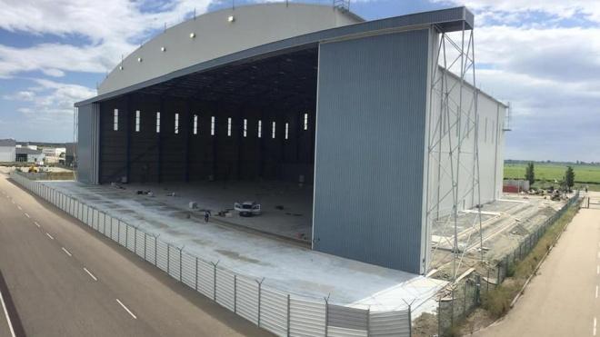 Construção do hangar no aeroporto não parou e o projeto continua