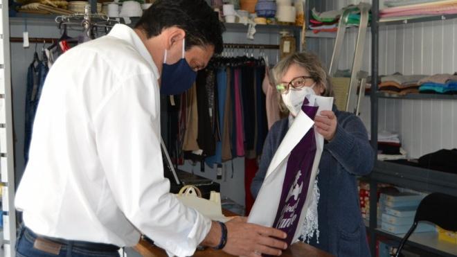 Cuba distribui kits de proteção individual aos comerciantes locais