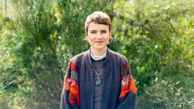 Artista plástica russa em residência artística em Mértola