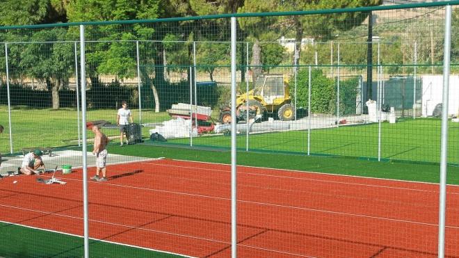 A Câmara de Vidigueira reabilita campos de ténis das piscinas municipais