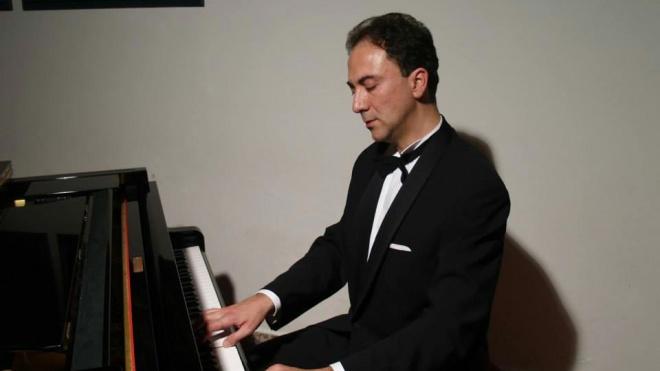 Ângelo Martino apresenta-se esta noite ao piano no Pax Julia em Beja