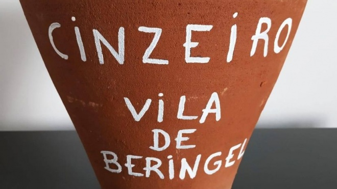 Junta de Freguesia de Beringel distribui cinzeiros em barro a comerciantes