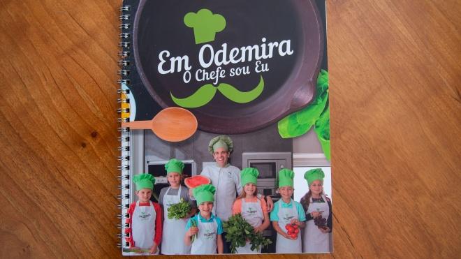 Projeto de promoção de Alimentação Saudável oferece livros de receitas a alunos do 1º Ciclo