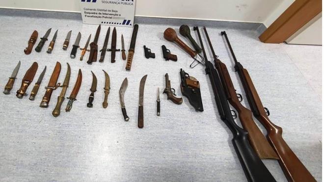 PSP Beja: apreendeu 32 armas entre elas 21 armas brancas