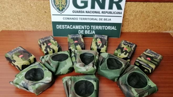 GNR Beja: apreensão de seis aparelhos rádio emissores sem licença