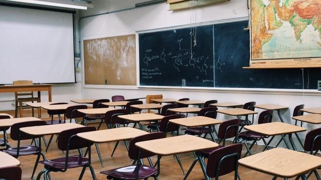 """Covid-19: regresso ao ensino presencial """"com os problemas do costume"""""""