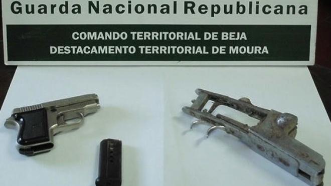 Detido indivíduo por posse ilegal de arma