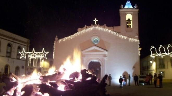 Em Barrancos o Natal é comunitário e à volta de uma fogueira gigante