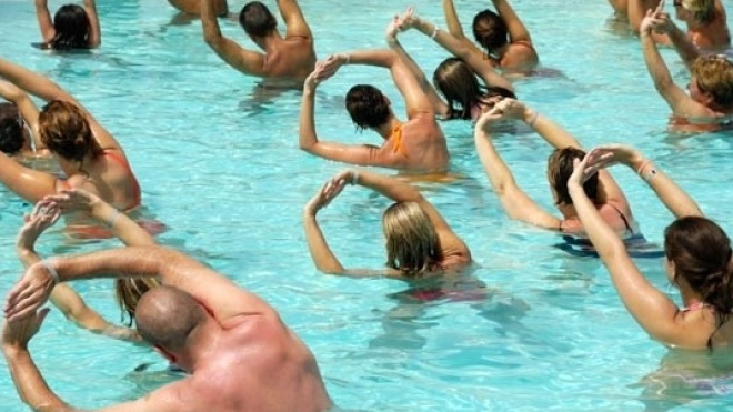 Classe de hidroginástica nas piscinas de Beja