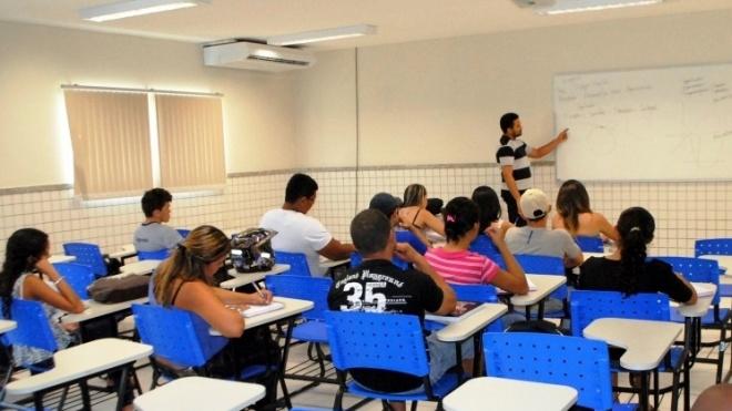 FENPROF quer regime de aposentação excepcional para docentes