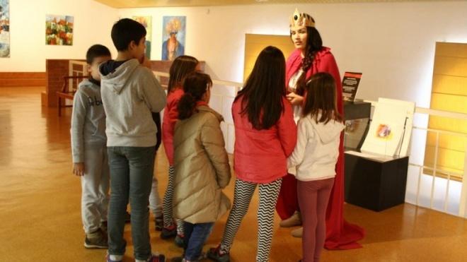 Exposição de Stela Barreto em Castro Verde com visitas para crianças