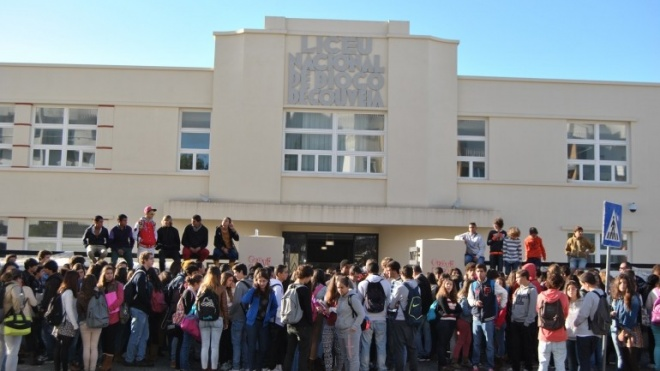 Escola Diogo Gouveia fechada a cadeado