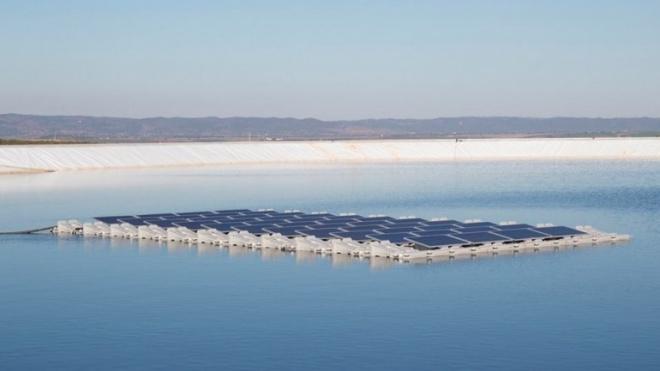 EDP quer instalar 10 mil painéis solares nas águas do Alqueva